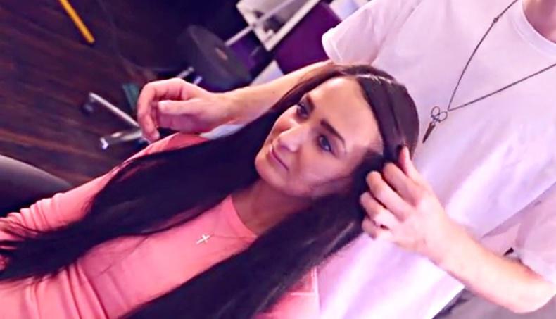 Videa s dlouhými černými vlasy